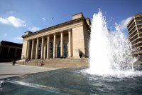 Sheffield_City_Hall_in_Barkers_Pool.jpg